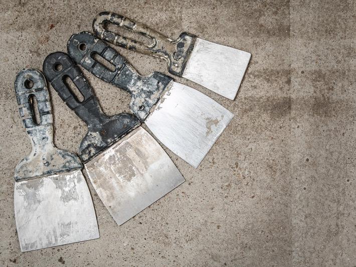 dirty-spatulas-on-concrete